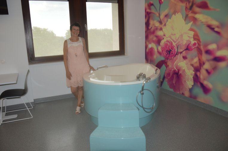 Twee verloskamers hebben een bevallingsbad of relaxatiebad.