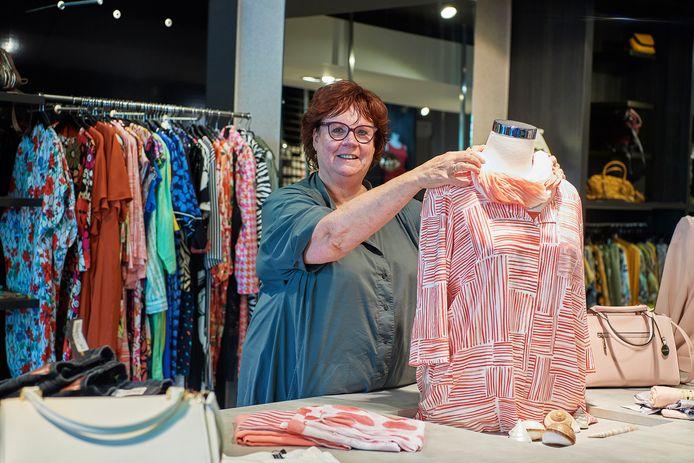 Jeanette van Bergen maakt een doorstart na een faillisement van kledingzaak Eigen Wijs aan de Burgwal in Oss.