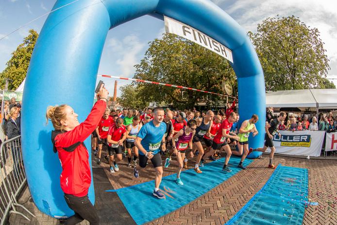 Voor de laatste keer wordt het startschot gegeven bij de kermis in Laren. Na vier jaar stoppen ze met 'Löp wah lös', de hardloopwedstrijd om 10.00 uur 's ochtends tijdens de Larense Kermis.
