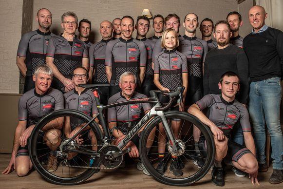 Met dit team gaat Gunther Vandeputte uit Zingem het nieuwe koersseizoen in.