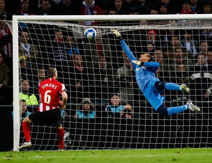 Heurelho Gomes was in de vorige tweestrijd van PSV met Spurs de grote uitblinker.
