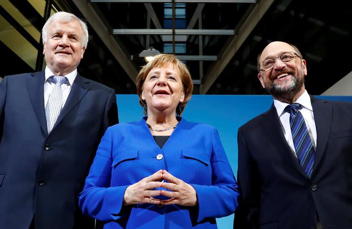 Angela Merkel (CDU, midden), Horst Seehofer (CSU, links) en Martin Schulz (SPD, rechts)