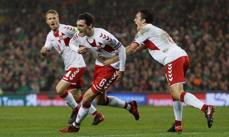 Andreas Christensen viert met Delaney en Kjaer.