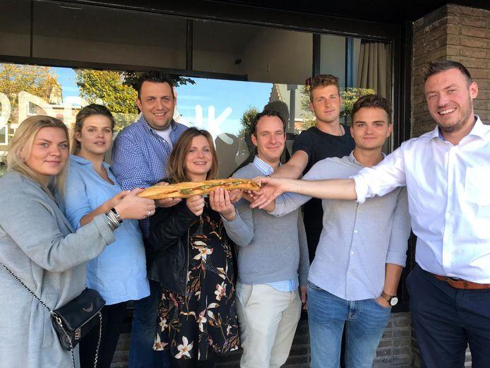 De jongeren van Hoogstraten Leeft pakken uit met een eigen broodje.