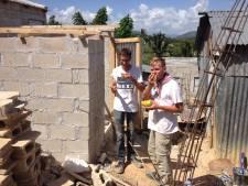 Puttenaren bouwen toiletten in Dominicaanse Republiek
