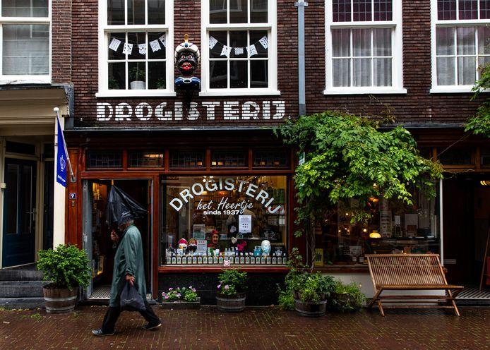De gaper boven drogisterij Het Heertje op de Herenstraat.