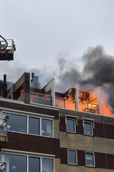 Man die levens wilde redden bij brand in Apeldoorn vecht nu zelf voor zijn leven