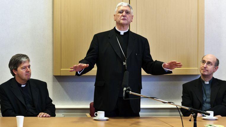 Bisschop Antoon Hurkmans (m) met zijn hulpbisschoppen Rob Mutsaerts (l) en de Bredase bisschop Jan Liesen. Beeld anp