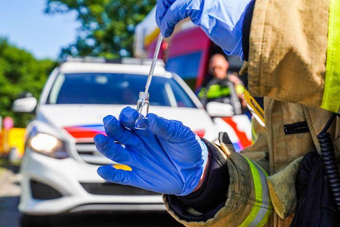 Politie vindt grondstoffen voor drugs in bestelbus in Eindhoven.
