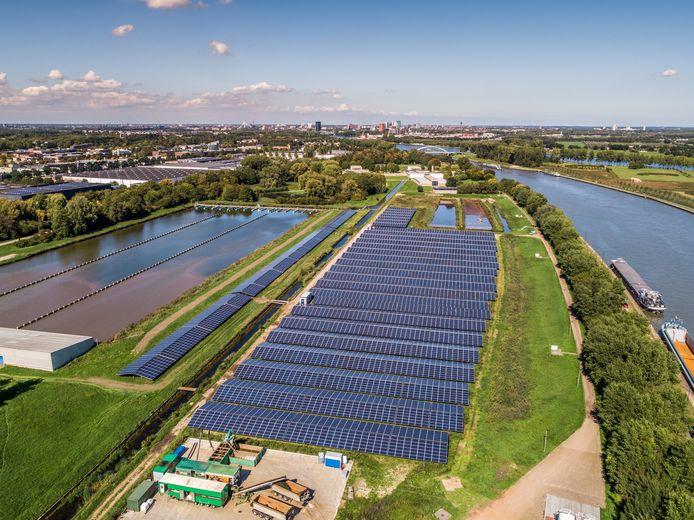 Het grootste zonnepark van de regio Utrecht met 14.000 panelen op het terrein van Waternet in Nieuwegein.