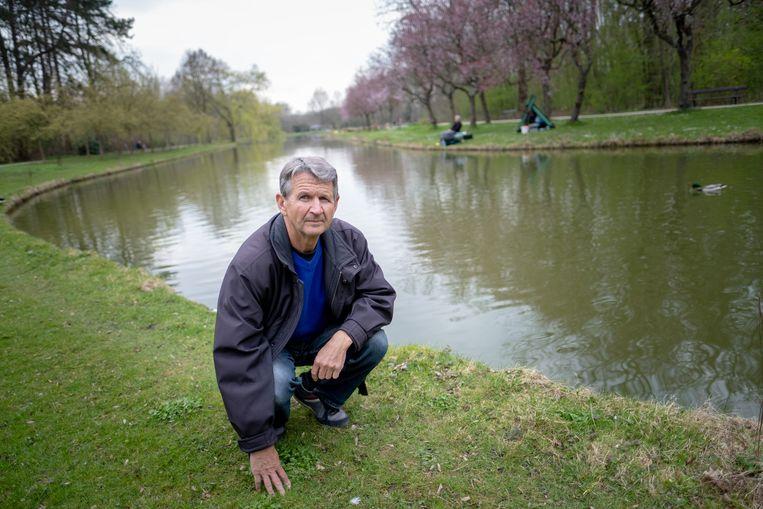 MECHELEN Eddy Schelkens bij de vijver van het Vrijbroekpark waar voortaan gratis mag worden gevist