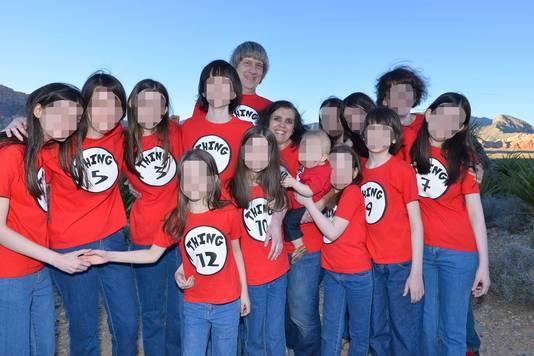 Louise en David Turpin met hun dertien kinderen