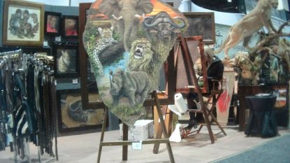 Olifantenschoenen, tafels met nijlpaardschedels en moordpartijtjes op leeuwen: opzienbarende dingen te koop op 's werelds grootste conventie voor trofeejagers