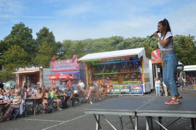 Het plein zat eivol tijdens 'Rechteroever Feest'.