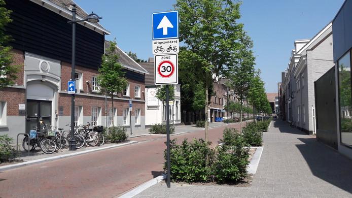 De Meerten Verhoffstraat ligt er na de herinrichting weer groen en netjes bij.