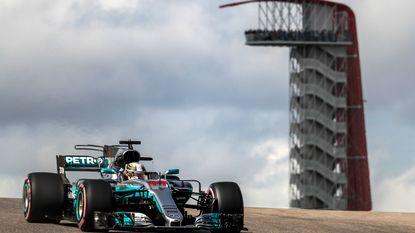 Hamilton pakt 72ste pole uit zijn carrière in GP Verenigde Staten