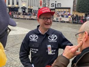 """Ben Weyts déguisé en garagiste Toyota au carnaval d'Alost: """"Bien sûr que je suis là"""""""
