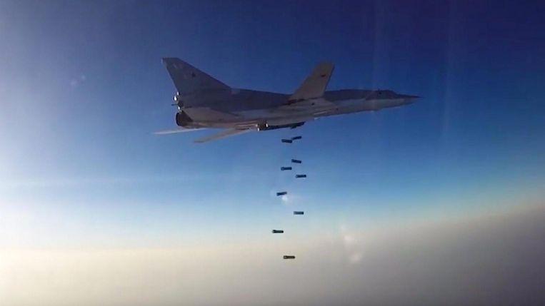 Een Russische Tu-22M3 dropt bommen boven Syrië Beeld EPA