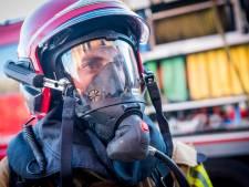 Twee auto's zwaar beschadigd na brand in Huizen