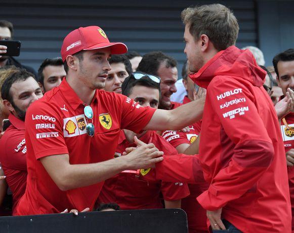 Vettel feliciteert Leclerc in Monza. Of dat oprecht was, is wel zéér de vraag.