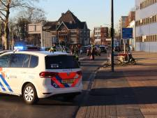 16-jarige jongen rijdt agente van de scooter af in Hengelo
