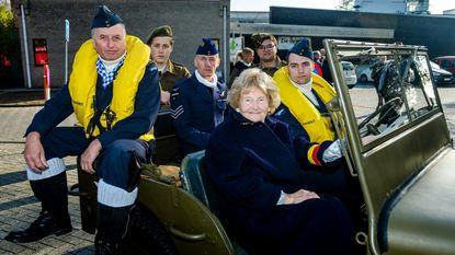 Weduwe RAF-piloot in legerjeep naar herdenking WO II