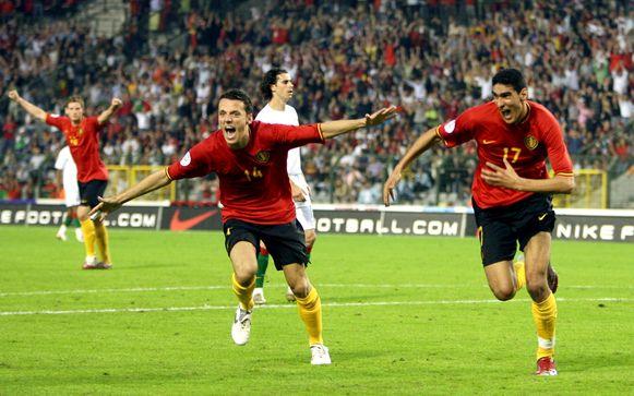 De eerste goal van Marouane Fellaini is een feit: op 2 juni 2007 schreeuwt hij samen met de betreurde Francois Sterchele zijn vreugde uit na de 1-1 tegen Portugal.