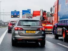 Lange files op A16 en A17 richting dordrecht door ongeluk