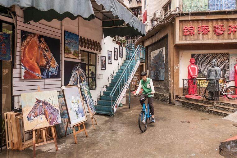 Het schilderskwartier Dafen, waar driekwart van alle replica's ter wereld worden gemaakt. Beeld null