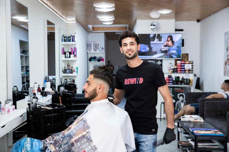 Samer Dedi vluchtte weg uit Irak en opende een kapperszaak in de Stationsstraat in Sint-Truiden.