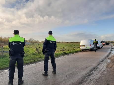 Operatie Alfa strekt zich nu ook uit naar boerderij en weiland bij Oss