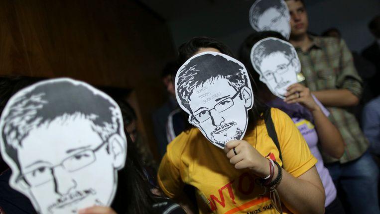 Sympathisanten van klokkenluider Edward Snowden. Beeld reuters