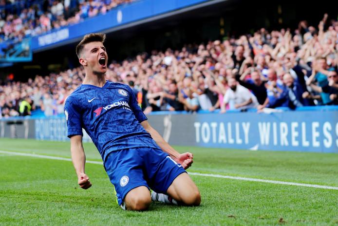 Mason Mount viert zijn goal tegen Leicester City.