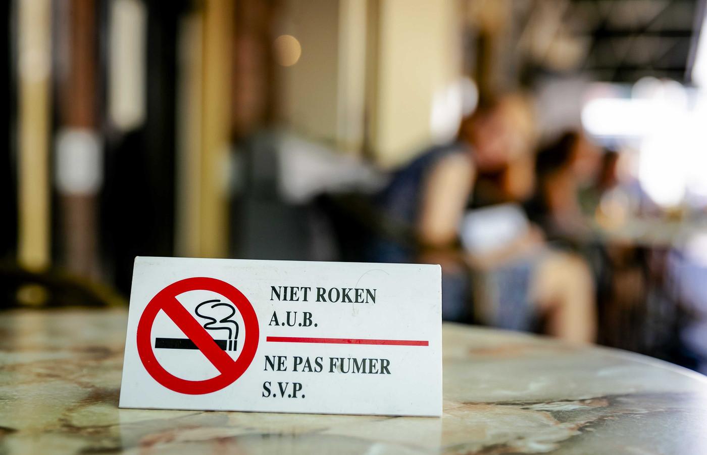 In Oost-Oost Nederland wil een meerderheid van de inwoners graag dergelijke bordjes zien op tarrestafeltjes.