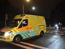 Automobilist vlucht in zijn beschadigde Porsche na botsing met scooterrijders in Oosterbeek
