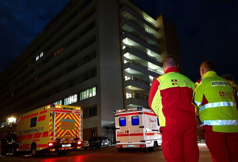 Ook een ziekenhuis ligt in het getroffen district. Patiënten die extra zorgen nodig hebben, zijn naar andere instellingen overgebracht.