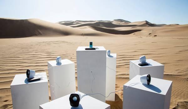 Toto speelt voor altijd in de Namibische woestijn