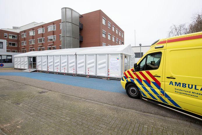 De tent bij het Edese ziekenhuis Gelderse Vallei.