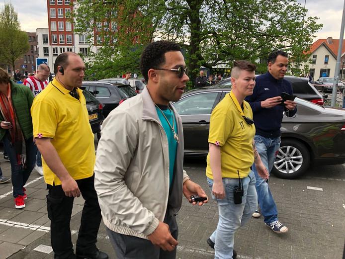 Memphis Depay arriveert bij het stadion