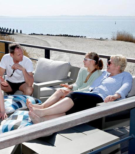 Agenten krijgen vakantiehuisje in de zomer in ruil voor werk