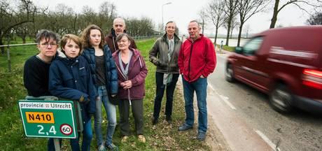 Achterdijk in Houten op slot om  spitsverkeer te weren