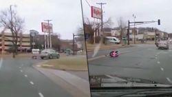 VIDEO. De nachtmerrie van elke ouder: peuter (2) valt met kinderzitje uit rijdende auto