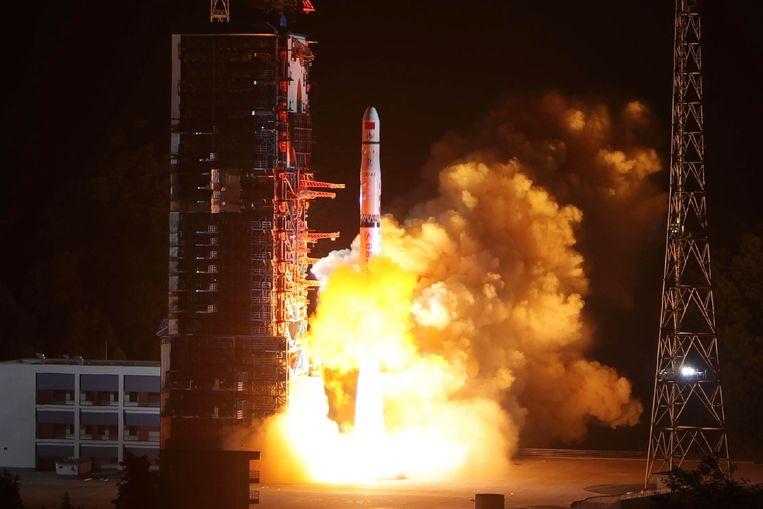 Beeld van de lancering van de sonde Queqiao in mei.