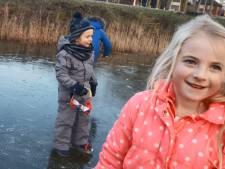 Wachten tot ijsbaan open is? Deze buurt in Almelo heeft een eigen schaatsplek
