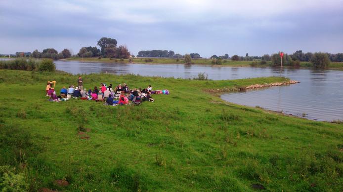 Tijdens een Zomeravond aan de Rijn worden er weer spannende verhalen verteld