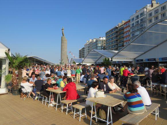 De tafels op het Zeeheldenplein zaten vol tijdens A l' Ostendaise