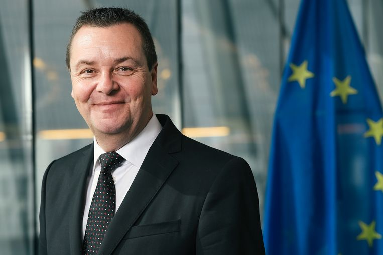 Europarlementslid en gewezen VTM-nieuwsanker Mark Demesmaeker (N-VA) is dit weekend in het Sint-Pietersziekenhuis in Brussel opgenomen.