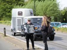 Dierenactivisten protesteren bij slachterij in De Hoef