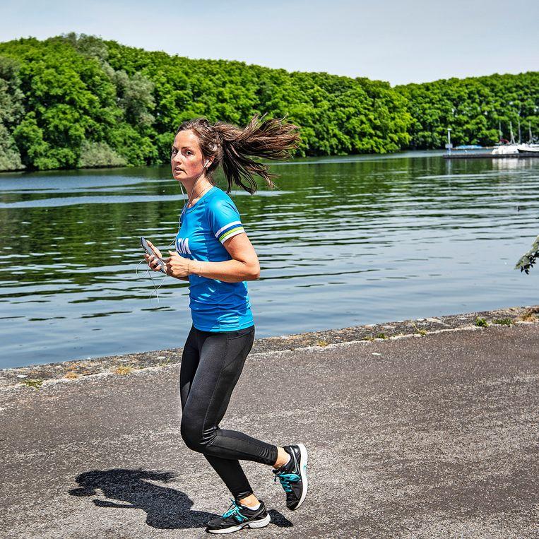 Door hard te lopen blijf je fit nu veel sporten taboe zijn.  Beeld Guus Dubbelman / de Volkskrant