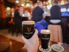 Les pubs irlandais rouvrent leurs portes après 15 semaines de fermeture